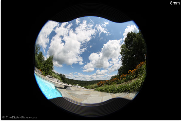 Canon EF 8-15mm f/4L USM Fisheye Lens Hood Vignetting
