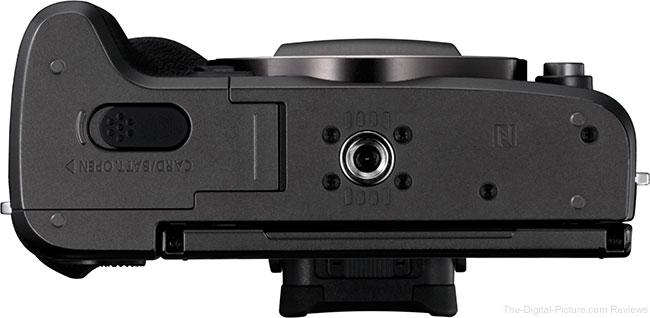 Canon EOS M5 Bottom