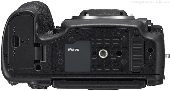 Nikon D850 Bottom