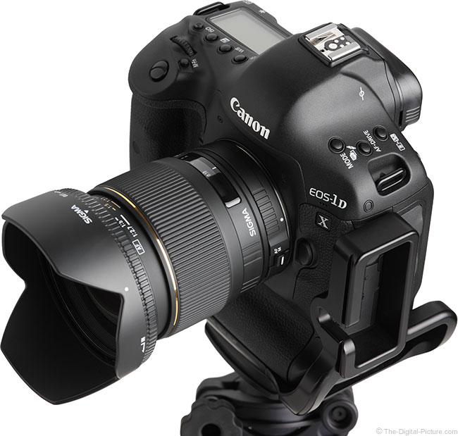Sigma 24mm f/1.8 EX DG Lens Angle View with Hood