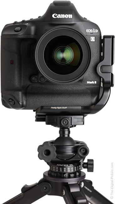 Sigma 28mm f/1.4 DG HSM Art Lens Fronton Tripod